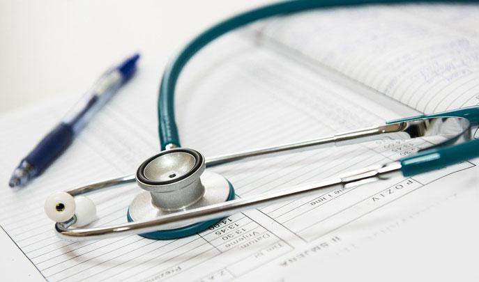 Foto: Formular, Kugelschreiber und Stetoskop