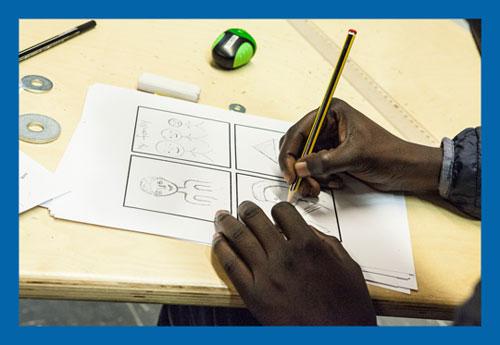 Beispielbild für einen Workshop: eine Hand hält einen Bleistift und zeichnet ein Comic